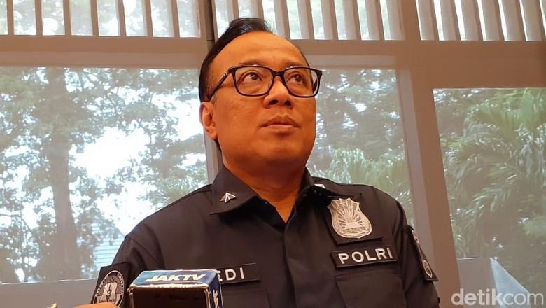 Polisi: Pria di Video Penurunan Pigura Jokowi Berada di Malaysia