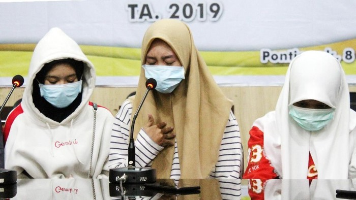 Tiga terduga pelaku pengeroyokan menyatakan permintaan maaf. (Foto: ANTARA FOTO/Jessica Helena Wuysang/foc)