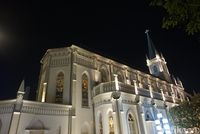 Nongkrong di Gereja 'Crazy Rich Asians' Singapura Malam Hari
