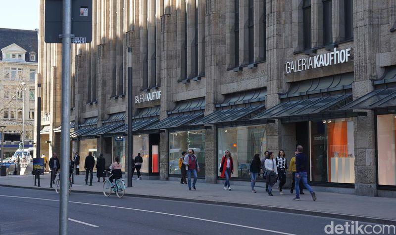 Galeria Kaufhof berpusat di Kota Cologne, Jerman. Tapi traveler juga bisa menemukannya di Kota Dusseldorf dan berbagai kota besar lainnya di Jerman. (Wahyu Setyo/detikcom)