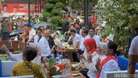 Cinta Durian Lokal, Jokowi Belanja Durian Medan hingga Kendari