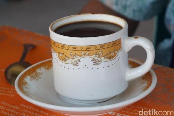 Secangkir kopi hitam lezat enaknya dinikmati pagi atau sore hari, coba deh ke Kopi Partungkoan (Shinta/detikcom)