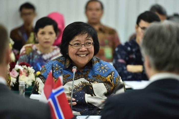 Siti Nurbaya Bakar adalah Menteri LHK dalam Kabinet Kerja 2014-2019. Wanita 62 tahun ini pernah menduduki beberapa jabatan pemerintahan sebelum menjabat sebagai menteri sekarang. Foto: Instagram siti.nurbayabakar