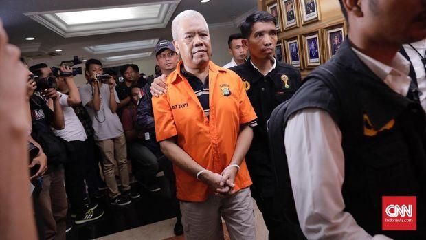 Dwi Irianto alias Mbah Putih dibawa ke Kejaksaan Tinggi Banjarnegara.