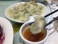 Dumpling atau pangsit biasanya dimasak dengan dua cara basah atau kering. Nah, di China, traveler bisa menikmati sajian dumpling dengan isi yang beragam. (Bonauli/detikcom)