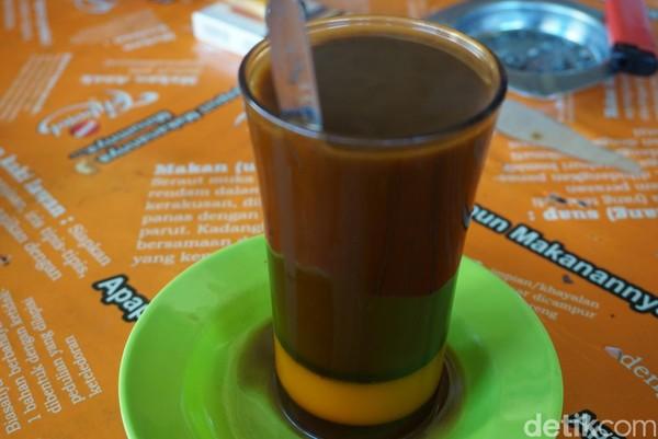 Ada juga opsi kopi susu, rasanya tidak terlalu pekat dan tidak terlalu manis, cocok di lidah (Shinta/detikcom)