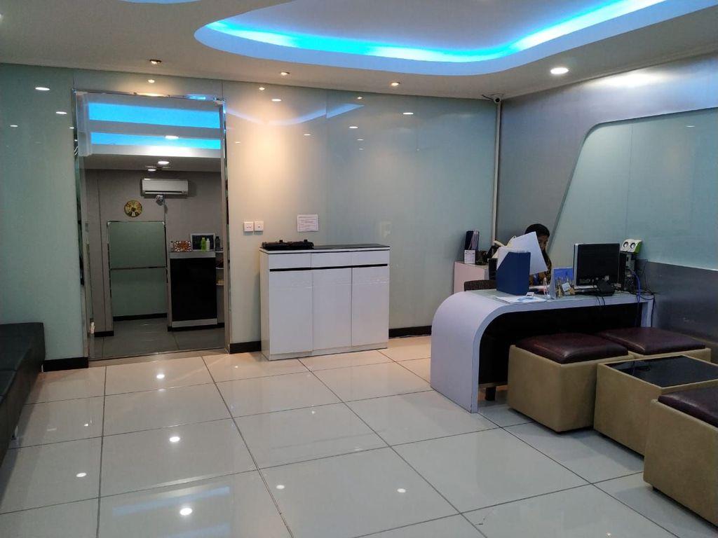Ruang pengoperasian mesin Ais ini terletak di lantai 8 Gedung Kementerian Kominfo, Jakarta. Akses ke lantai ini bisa menggunakan lift, tapi tidak bisa sembarang orang bisa masuk ke sini, butuh semacam kartu sakti agar bisa naik ke lantai 8. Foto: detikINET/Agus Tri Haryanto