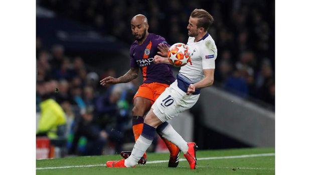 Harry Kane mengalami cedera saat Tottenham melawan Man City di perempat final.