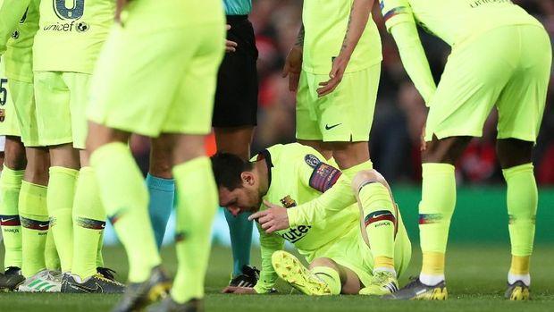 Lionel Messi saat dibikin berdarah oleh Chris Smalling, La Pulga berpotensi membuat Setan Merah 'berdarah' di leg kedua. (
