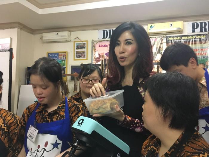 Sonia berharap sosialisasi pelatihan penyandang down syndrome dapat digalakkan di seluruh Indonesia, untuk membuktikkan bahwa mereka juga mampu menjadi juara. (Foto: Frieda Isyana Putri/detikHealth)