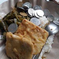 Kocaknya Mahasiswi yang Curhat Saat Nasinya Ketumpahan Uang Receh