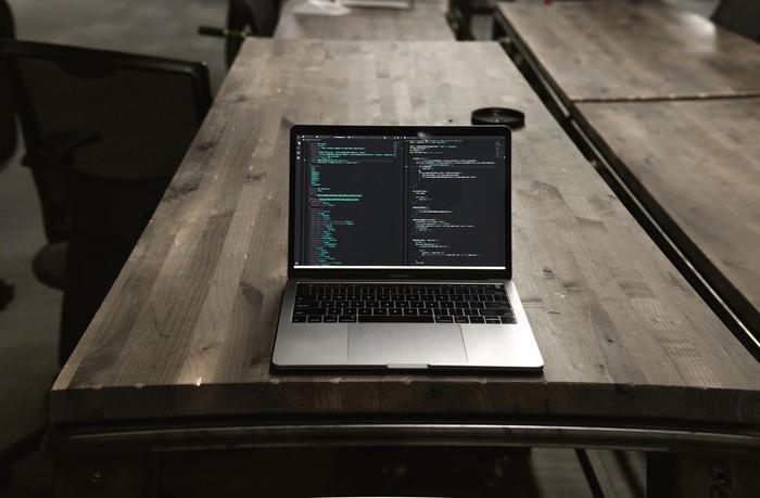 Ilustrasi laptop, laptop