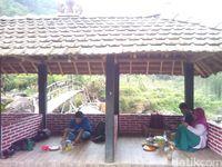 Pedas Menyengat Rica-Rica Entok Rahtawu di Lereng Bukit Muria