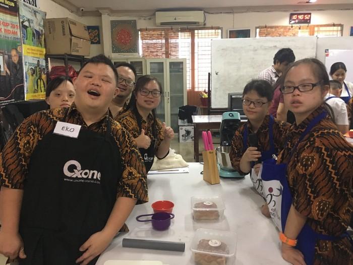 Keceriaan salah satu kelompok saat pastry sudah jadi! (Foto: Frieda Isyana Putri/detikHealth)