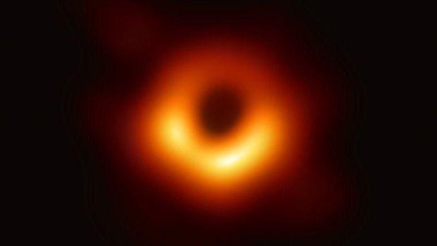False image yang merekam lubang hitam untuk pertama kali.