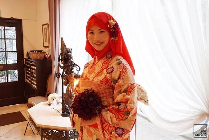 Arisa mengaku menemukan jawaban permasalahan hidupnya dalam Islam. Ia yang mempelajari Malaysian Studies ini mulai mengenal Islam dari orang-orang di sekelilingnya. Foto: Instagram nurarisamaryam
