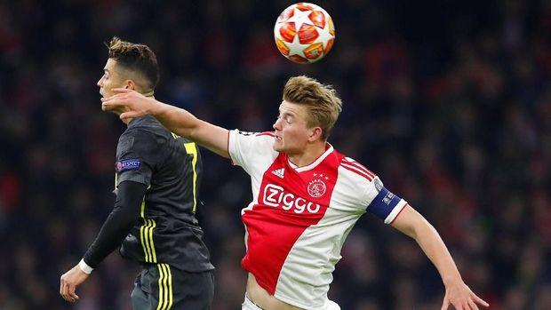 Duel Ajax vs Juventus berakhir dengan skor imbang 1-1 pada leg pertama.
