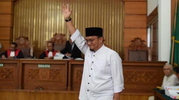 Koordinator Juru Bicara Badan Pemenangan Nasional (BPN) Prabowo-Sandiaga, Dahnil Anzar Simanjuntak, menyebut pihaknya tak akan menggunakan jalur MK terkait hasil pemilu.