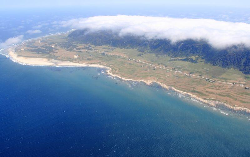 Pulau Mocha masuk dalam kawasan negara Chile di Amerika Latin. Dihuni sekitar 800 penduduk dengan luas wilayah 48 km persegi (Google Maps)