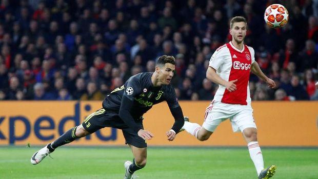 Cristiano Ronaldo mencetak satu-satunya gol untuk Juventus saat ditahan imbang Ajax Amsterdam. (