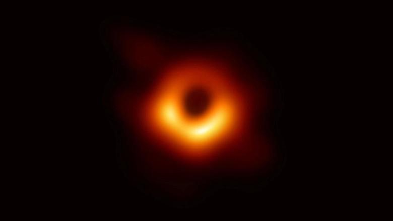 Ini Foto Lubang Hitam yang Dirilis Astronom untuk Pertama Kalinya!