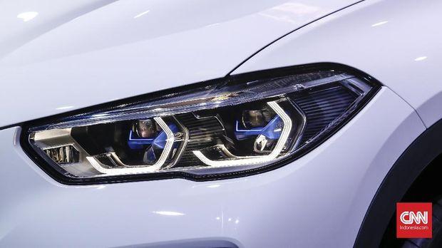 Generasi keempat X5 menggunakan lampu depan laserlight.