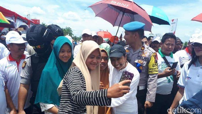 Foto: Menteri BUMN Rini Soemarno di Rohul, Riau. (Chaidir-detikcom)