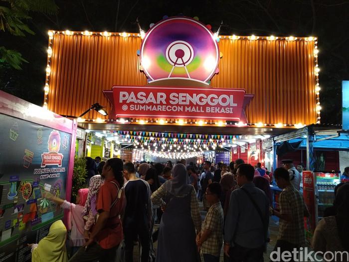 Pasar Senggol 2019 kali ini merupakan kali keenam yang digelar di kawasan The Downtown Walk. Tahun ini Pasar Senggol digelar mulai 28 Maret-28 April 2019. Foto: Devi S. Lestari/detikfood