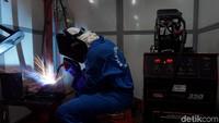 Beginilah situasi dan kondisi peninjauan workshop kejuruan otomotif, las, manufaktur perkakas, manufaktur CNS, listrik dan konstruksi.