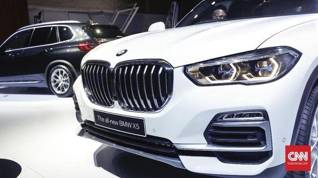 Mobil ini terlihat beda dari model BMW yang lain sebab fitur laserlight.