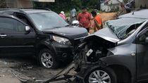 Foto: 4 Mobil Rusak Berat Usai Kecelakaan Beruntun di Tol Pondok Ranji