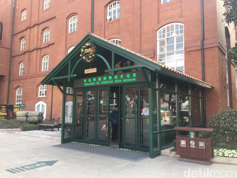 Inilah Tsingtao Beer Museum di Qingdao, China dalam kawasan The World of Tsingtao. Setelah puas belajar sejarah pabrik bir ini, traveler bisa berkunjung ke museumnya. (Bonauli/detikcom)