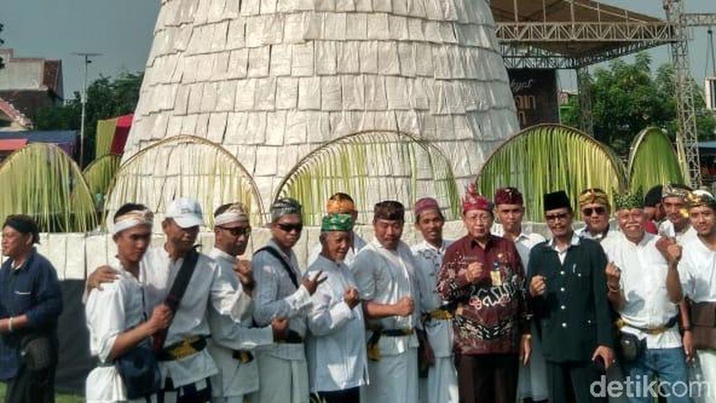 Ada Tumpeng Tempe 12 Meter dalam Tradisi Ruwat Desa di Sidoarjo