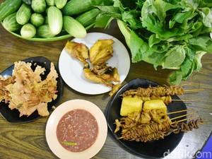 Nasi Dulang Rahmawati: Ada 12 Sambal dan Ayam Goreng Kampung Enak di Sini