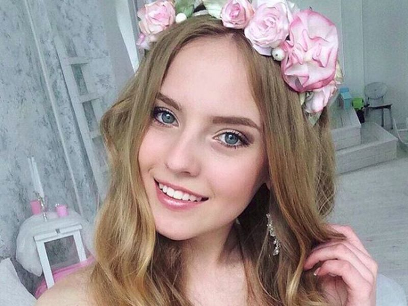 Nama Oksana Neveselaya sempat menghebohkan dunia maya karena videonya mengajar mengenakan dress viral. Dia merupakan guru matematika asal Ukraina. (o_neveselaya/Instagram)