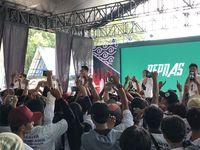 Ifan 'Seventeen' bernyanyi di acara Jokowi