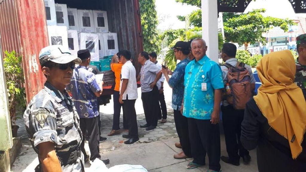 Logistik Pemilu di Karimunjawa Didistribusikan dengan Kapal Nelayan