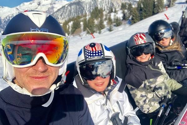 Liburan keluarga harmonis ini seakan menepis isu miring soal John Terry. Next, mau liburan kemana lagi nih John? (Instagram/@johnterry.26)
