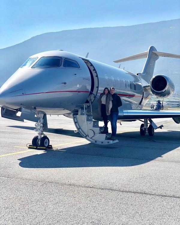 Akhir Maret lalu, legenda hidup Chelsea John Terry tampak memamerkan momen liburannya bersama sang istri, Tony Terry. Mereka terlihat naik jet pribadi bersama. (Instagram/@johnterry.26)
