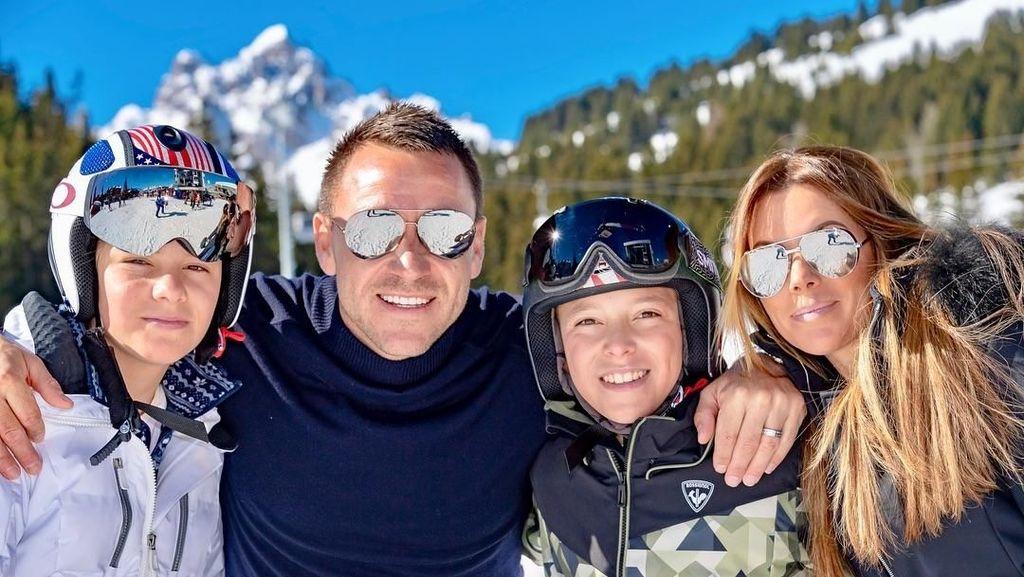 Foto: Jadi Bek Sudah Biasa, Ini Aksi John Terry Main Ski