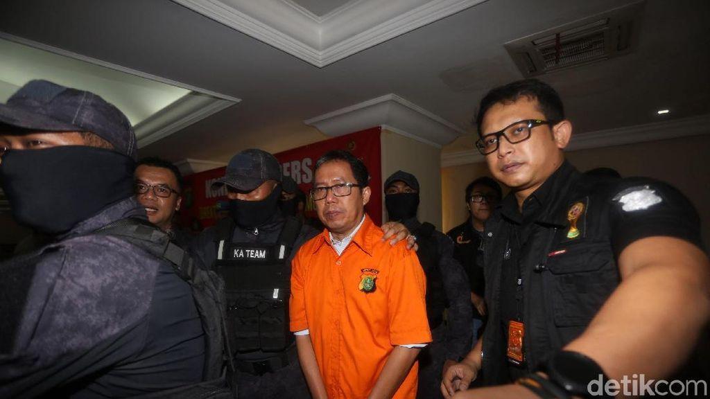 Dipamerkan ke Wartawan, Jokdri Diborgol Lalu Digiring ke Kejari Jaksel