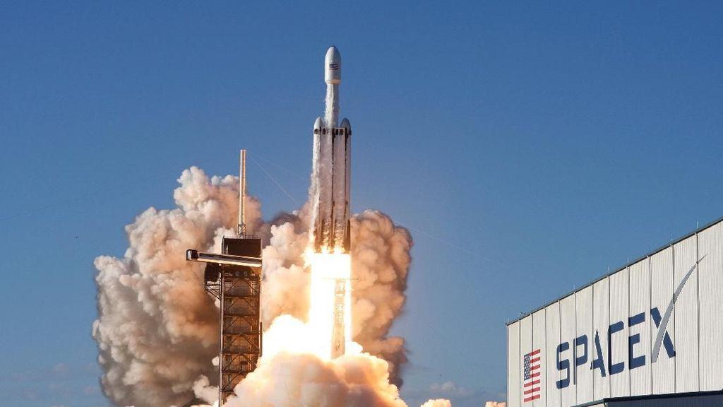 Calon Roket Terkuat Sejagat SpaceX Meluncur Perdana 2021