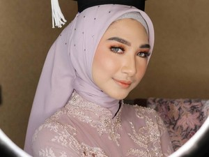 Tren Terbaru Hijab untuk Wisuda Tahun 2019, Tak Perlu Banyak Jarum Pentul