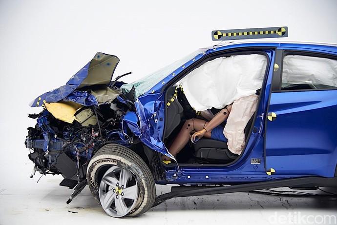 Honda Pamerkan HR-V Hancur Habis Uji Tabrak