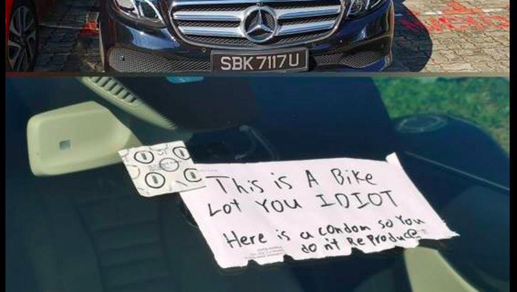 Pemobil Parkir di Lahan Motor, Sopirnya Diberi Kondom