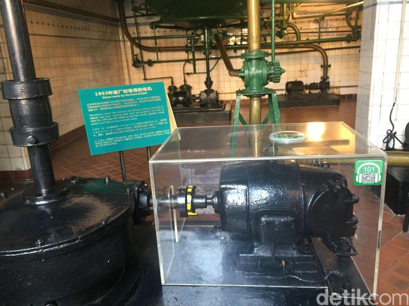 Di dalam museum ini, traveler akan melihat berbagai mesin pertama yang digunakan oleh brewery Tsingtao. Bahkan ada motor elektrik yang dibuat pada tahun 1896 dan masih berfungsi sampai sekarang. (Bonauli/detikcom)