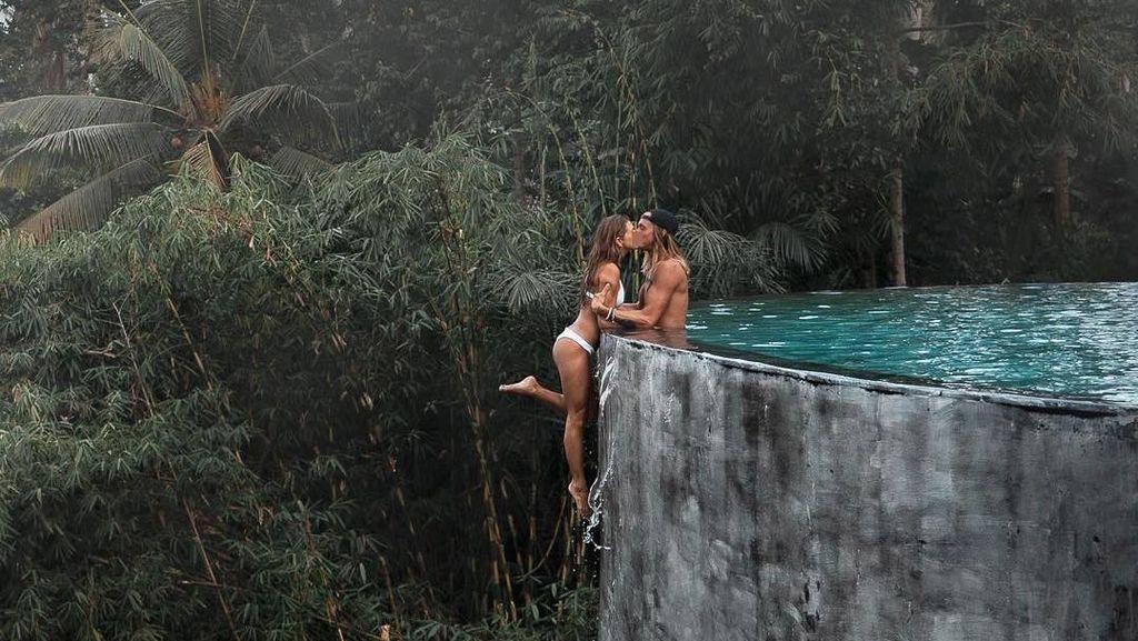 Potret Pasangan Blogger yang Dihujat karena Pose Berbahaya di Bali