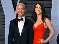 Resmi Bercerai, Jeff Bezos Rayakan dengan Makan Es Krim
