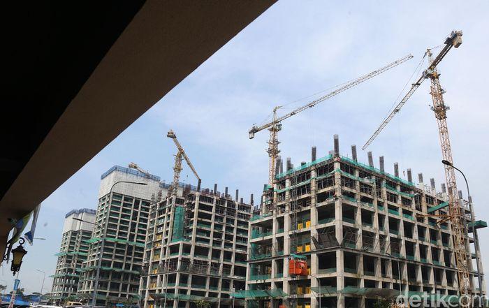 Pekerja dan alat berat terus mengerjakan pembangunan proyek Meikarta di Cikarang, Jumat (12/4/2019).