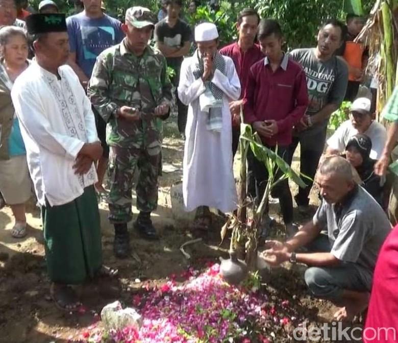 Mayat Dalam Karung: Kepala Mayat Dalam Koper Dimakamkan Satu Liang Dengan